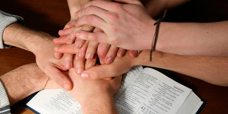 biblia-manos